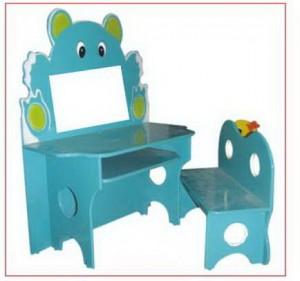Bàn ghế Kidsmart hình gấu