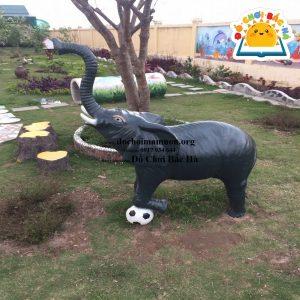 Tượng con voi đá bóng A814